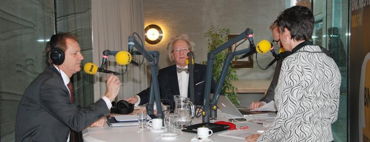 Burg. van Eindhoven Rob van Gijzel en voorzitter B.U.C. prof. Anton van der Geld live in de radio-uitzending van BNR