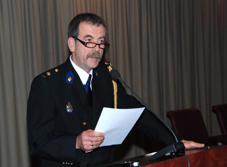 Politiechef H. Corbijn, voorzitter Genootschap studenten