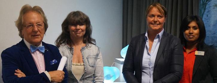 Foto: VOKA -- V.l.n.r. prof. Anton van der Geld, kunstenares Nadia, schepen Lommel Véronique Caerts en Marijke Steegen, KvK Hasselt
