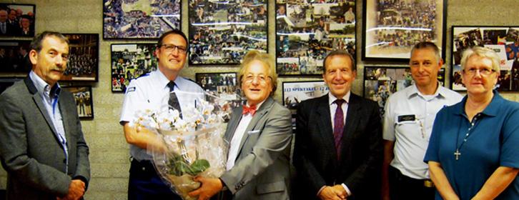 Foto v.l.n.r. Bert Corbijn ( FO Brabant), brigadegeneraal Pieter Simpelaar, prof. Anton van der geld, prof. Willy Bruggeman (opleidingscoördinator), korpschef Roger Leys (Turnhout) en mw. Annie De Wachter (onderwijssecretariaat).