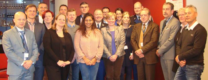 Multidisciplinaire cursistengroep: professionals van Politie, Koninklijke Marechaussee, Justitie, Douane uit Nederland en België
