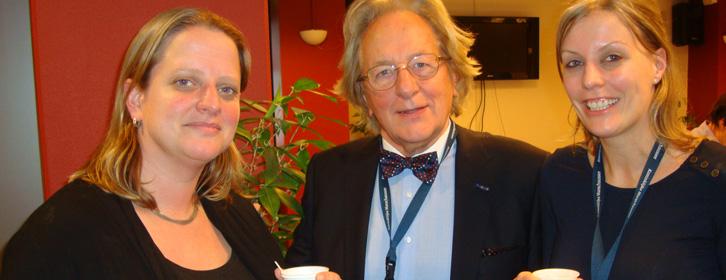 Koffiepauze voor de cursisten uit Nederland en België en voor Vlaams-Nederlands psycholoog prof. Anton van der Geld