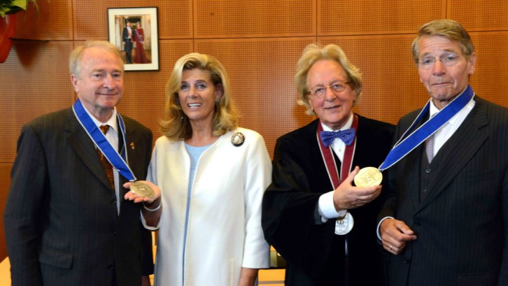 BeNeLux-Europa Prijs voor prins Charles-Louis de Merode en vice-president Raad van State mr. Piet Hein Donner door prof. dr. Anton van der Geld, president BUC, en H.K.H. prinses Lea van België, beschermvrouwe BUC. BeNeLux-News
