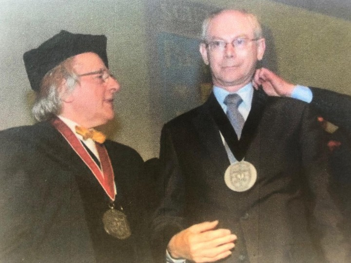 Uitreiking van de BeNeLux-Europa Prijs aan de president van de Europese Raad Herman van Rompuy door prof. Anton van der Geld en prins Charles-Louis de Merode. BeNeLux-News