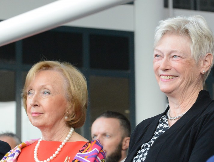 Samenwerking in BUC. Oud-minister Maria van der Hoeven en consul Monique de Decker. BeNeLux-News