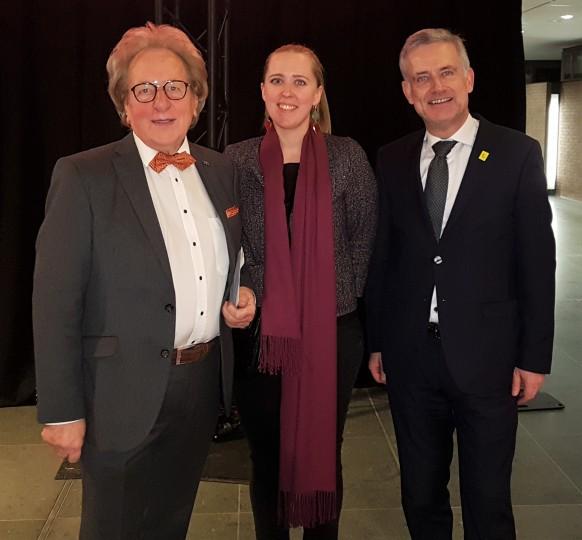 Prof. Anton van der Geld met Natasje Duhem en Filip Dhave, de officiële vertegenwoordiging van de Vlaamse regering in Nederland.