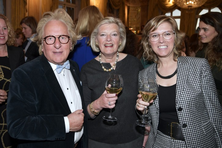 Zakenlunch: prof. Anton van der Geld, staatssecretaris Ankie Broekers Knol en dochter