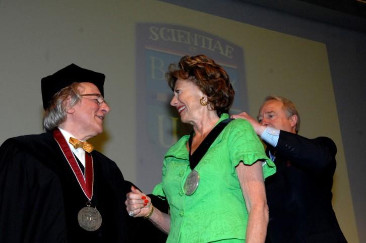 Prijsuitreiking aan vicepresident van de Europese Commissie Neelie Kroes