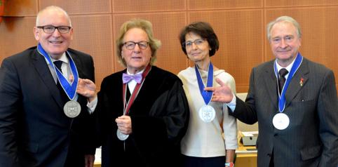 Uitreiking van de Benelux-Europa Prijs 2016 door prof. Anton van der Geld en prins Charles-Louis de Merode aan: Frans Timmermans, eerste vicevoorzitter EU-commissie, en Marianne Thyssen, EU-commissaris.