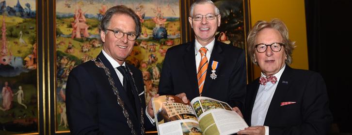 Kunst en Cultuur: burgemeester Ton Rombouts, voorzitter Jeroen Bosch Centrum Jo Timmermans en voorzitter B.U.C. prof. Anton van der Geld.